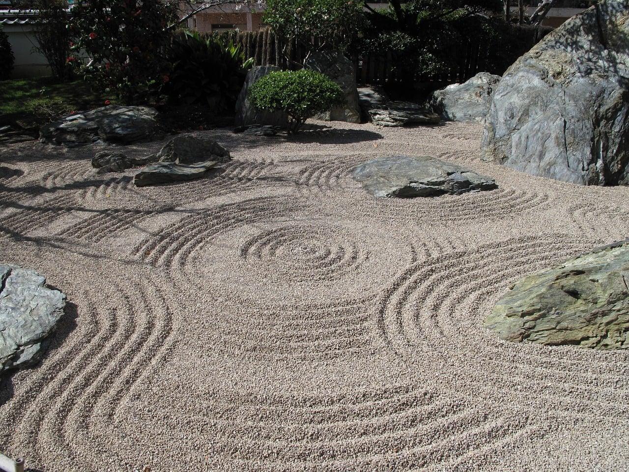Using pebbles, rocks and boulders in a zen garden