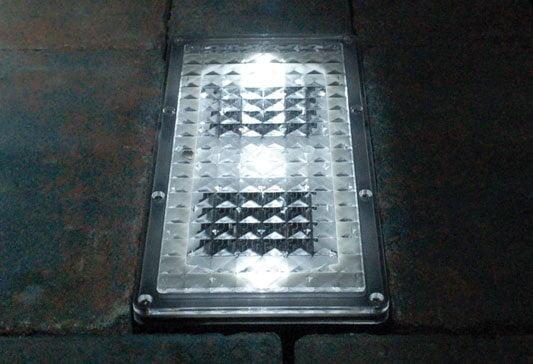 Solar powered LED outdoor floor light