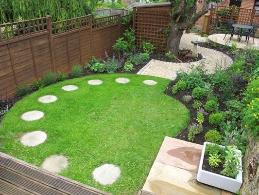 Curved lawn for a square garden design