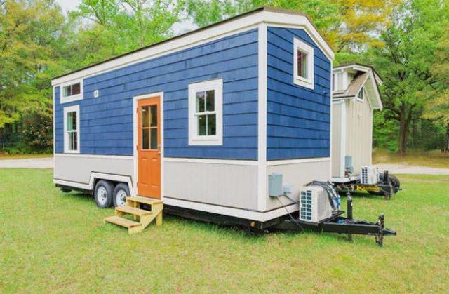 """A """"log cabin"""" trailer"""