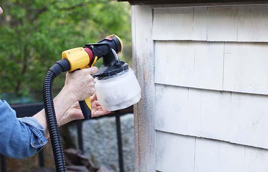 Using a garden fence sprayer