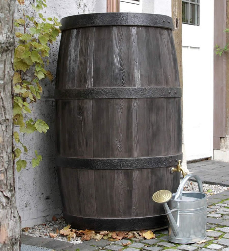 Oak barrel effect water butt