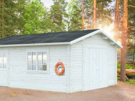 Roger (23.9 sqm) large traditional timber single garage